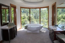 Tub in spacious bathroom at Rincon del Rio